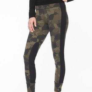 Athleta Essex Camo hybrid tight